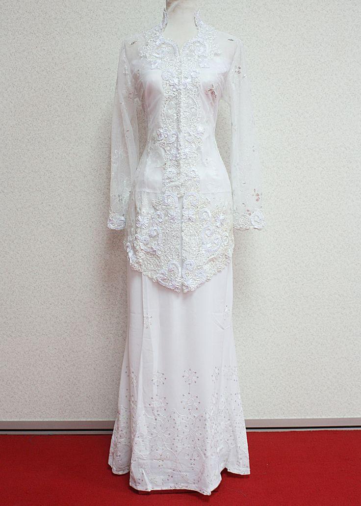 Beautiful white kebaya!