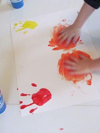 handprint colour mixing fun from @Teach_Preschool