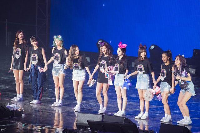 twice於18至20日在首爾舉辦巡迴演唱會 twiceland zone 2 fantasy park 網上圖片 kpop girls twice photoshoot korean girl groups