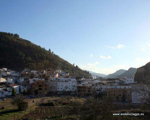 #Jaén #Cambil - Panorámica GPS 37.678889, -3.563056  Municipio de la comarca de Sierra Mágina cuyo término municipal asciende desde el río Guadalbullón al sur, hasta la cumbre del monte Almadén, el segundo más alto de la provincia, situado al norte.