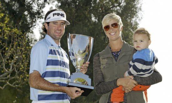 Watson hạnh phúc cùng chức vô địch bên cạnh vợ và con. Ảnh: AP