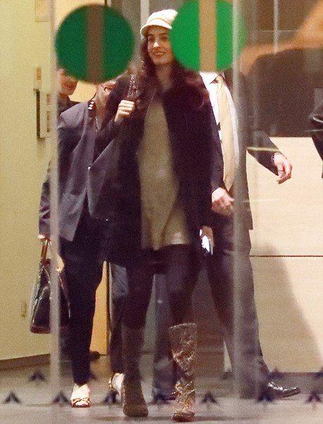 Первые фото беременной Амаль Клуни с округлившимся животом