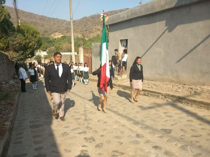 #OrgulloCobaem  La escolta del #EMSAD01ValleDeVázquez portó con #honor la #Bandera en el #DíaDeLaBandera  #juventudcultayproductiva