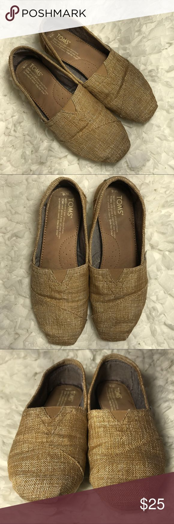 Burlap TOMS Good used condition. See photos for signs of wear - lots of life left! Great for summer going into fall. Bundle and save. Thanks for looking! 😊 TOMS Shoes Flats & Loafers