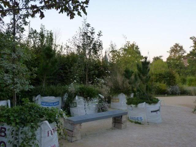 http://unquadratodigiardino.it/forum-di-giardinaggio/arredare-il-giardino-e-darsi-agli-acquisti/2349-bordure-fai-da-te-o-da-riciclo.html?start=20