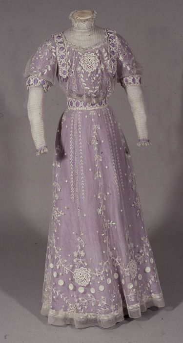 Dress by W Perry, 1911 United Kingdom, the Bowes Museum,  worn at the investiture of the Prince of Wales at Carnaervon in 1911.