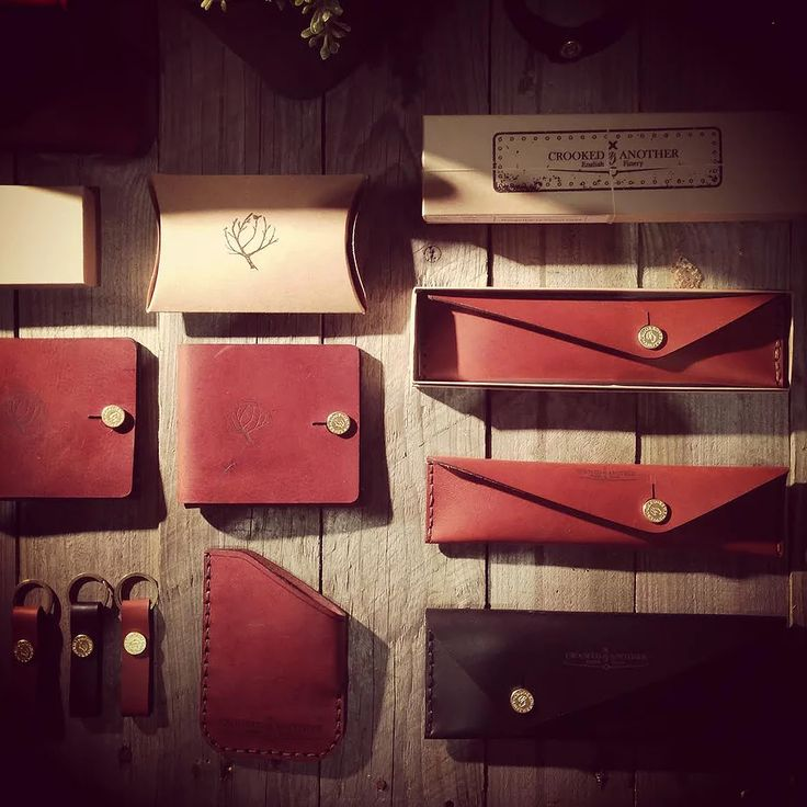 Leather handbag UK design and maker based in York, Yorkshire. Making handmade leather bags, wallets and purses.