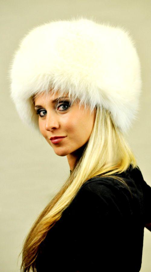 Cappello in soffice volpe bianca naturale. Ideale per spose e matrimoni invernali. Prodotto lavorato artigianalmente a mano. Made in Italy.  www.amifur.com