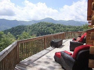 180 degree Panoramic View-Luxury Cabin Sleeps 14-15 Hot Tub, 3 Master Suites