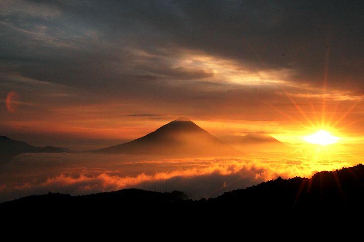 beautiful-sunrise-over-volcanoes-in-guatemala.jpg (3816×2544)
