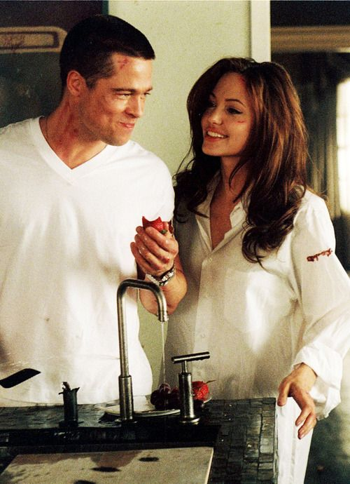 Brad Pitt & Angelina Jolie in Mr. and Mrs. Smith