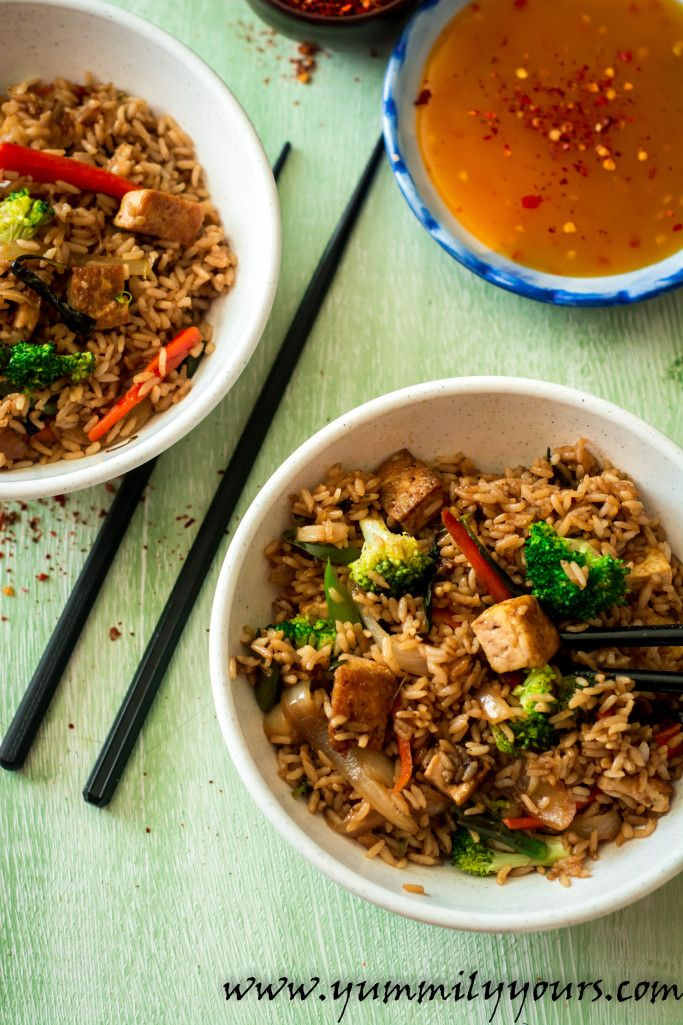 Fluffy rice flavored with fresh, fragrant basil tossed in with veggies and crispy tofu bites, this Thai fried rice recipe is truly, a vegan delight.