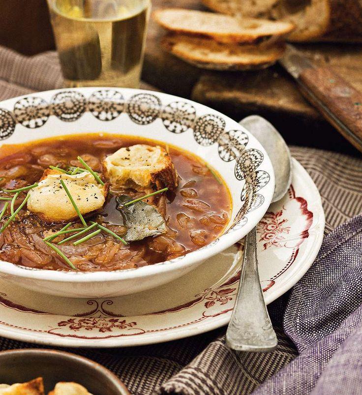 Bjud på höstmiddag! Löksoppa med cider, chipotlegryta och saftig citron- och mandelkaka. Receptet hittar du på http://www.lantliv.com/mat-vin/hostmeny/ Foto Matilda Lindeblad