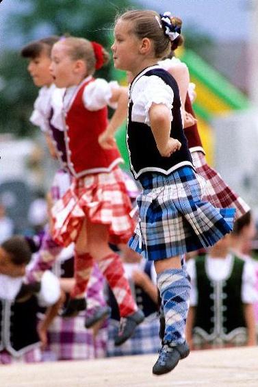 La danse de l'épée, typique des Highlands Games en Ecosse...