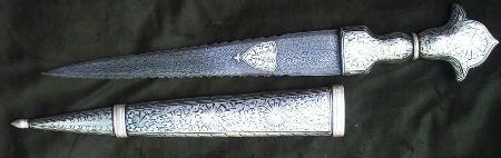 daga con hoja de acero de damasco