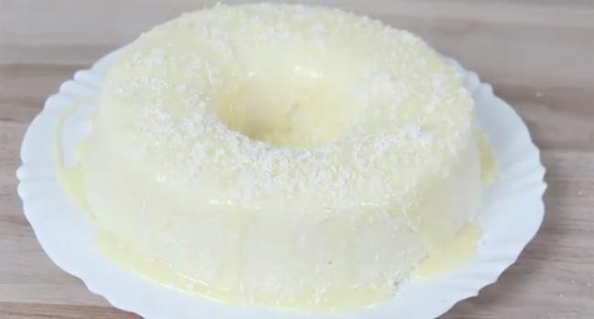 Bolo gelado de leite, coco e tapioca que não precisa assar: receita incrível                                                                                                                                                                                 Mais