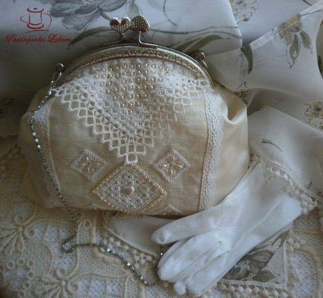 Bolso bordado en hardanger y pedrería (bolso con boquilla)