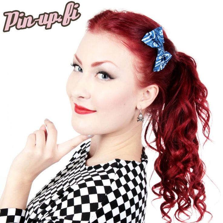 Soo cute little bow for your hair! And it is with awesome bandana pattern! That works always and everywhere! Check out the other colors too! Find this one here: http://www.cybershop.fi/product/10786/sininen-bandana-rusettihiusklipsi