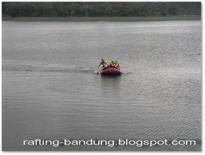 rafting arung jeram bandung