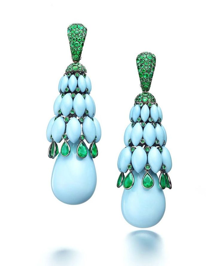de GRISOGONO Melody of Colours earrings in white gold, with turquoise and emeralds.