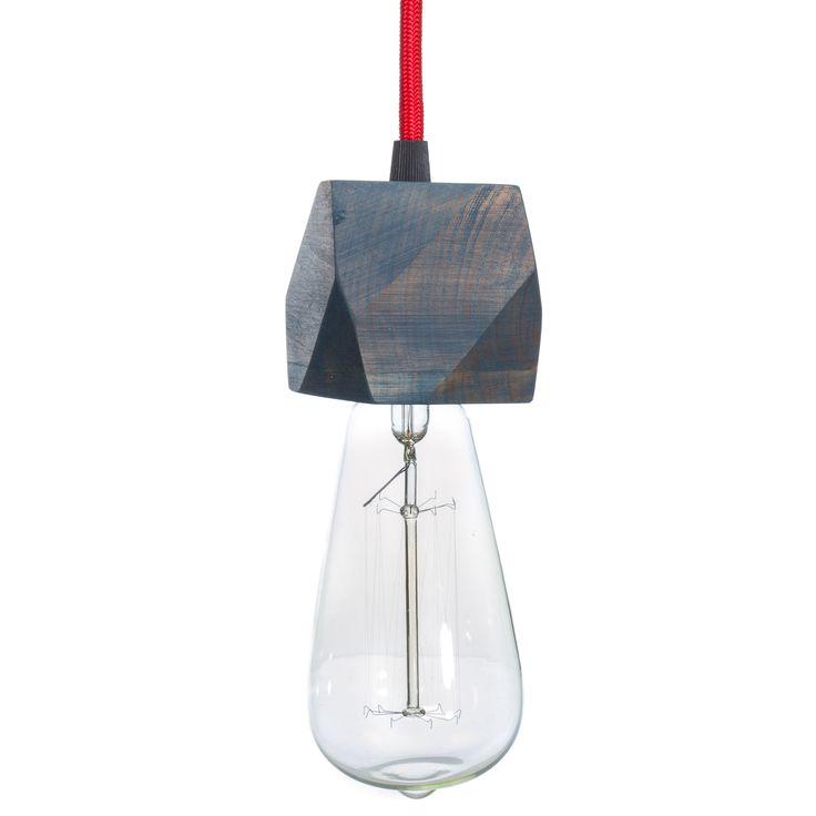 Модель: Н1 Цена: 750 грн Подвесной светильник H1 привлекает к себе внимание своими полигональными  гранями и лаконичностью силуэта.Сочетание кабеля в текстильной обмотке и натурального дерева, делают его неотъемлемой частью в современном интерьере. Можно заказать несколько единиц на одной платформе, и с различной длинной кабеля. Отлично сочетается со всеми лампочками Эдисона.
