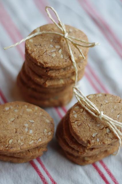 Gluten Free Gingersnap Cookies with Almonds / Glutenfria pepparkake-cookies med mandel