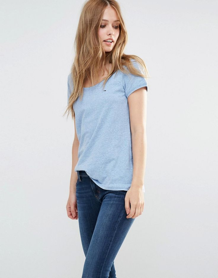 ¡Cómpralo ya!. Camiseta con cuello redondo clásico de Hilfiger Denim. Camiseta de Hilfiger Denim, Punto suave al tacto, Con escote redondo, Corte estándar - se ajusta al tallaje real, Lavar a máquina, 50% poliéster, 44% algodón, 6% viscosa, Modelo: Talla UK S/EU S/USA XS. ACERCA DE HILFIGER DENIM Bringing a fresh edge to the Tommy Hilfiger empire, Hilfiger Denim, teams the traditional brand aesthetic with a more relaxed and youthful feel. Inspired by the kids of America, the latest Hil...