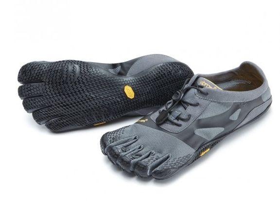Les KSO de Vibram Five Fingers avec leur semelle ultra fine de Vibram qui a été catégorisée Max-Feel (sensation maxi) et un système de laçage rapide ultra efficace sont idéales pour le Yoga, le Pilates et la Dance. #5doigts #Vibram #FiveFIngers #Barefoot #chaussures minimalistes
