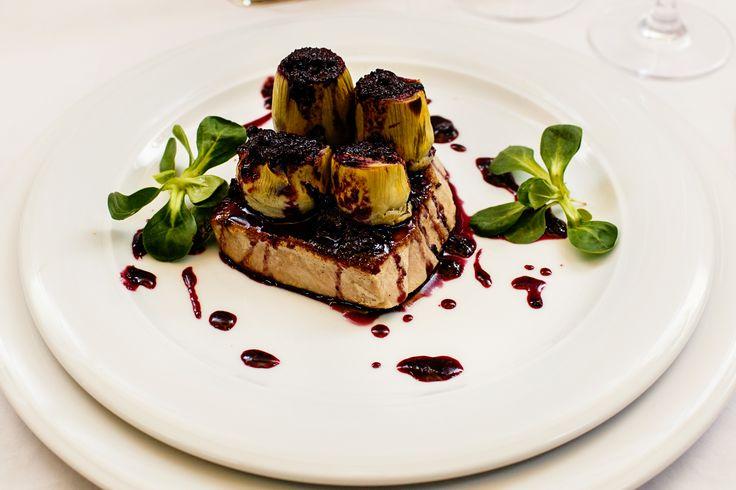 Wedding menu 2016 - Antreu cald => File de ton rosu servit cu anghinare umplute cu ficat de rata la cuptor si sos de afine. Check it out: http://www.conacularchia.ro/nunti-botezuri/