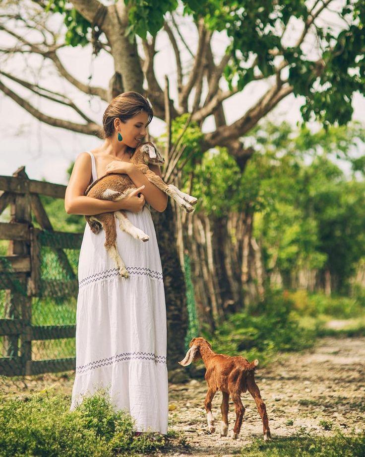 Поехали посмотреть на голубые озёра и заблудились. Зато встретили этих двух милых дружочков Я сразу вспомнила своё детство как кормила козлят молочком из бутылочки. Мимими #доминикана #пунтакана #козлята #ранчо #мимими #животные #домашниеживотные #dominicana #dominicanrepublic #puntacana #travel #summer #cute #cutest #animals #vsco #vscocam #littlelove by lesyadelmar http://bit.ly/AdventureAustralia