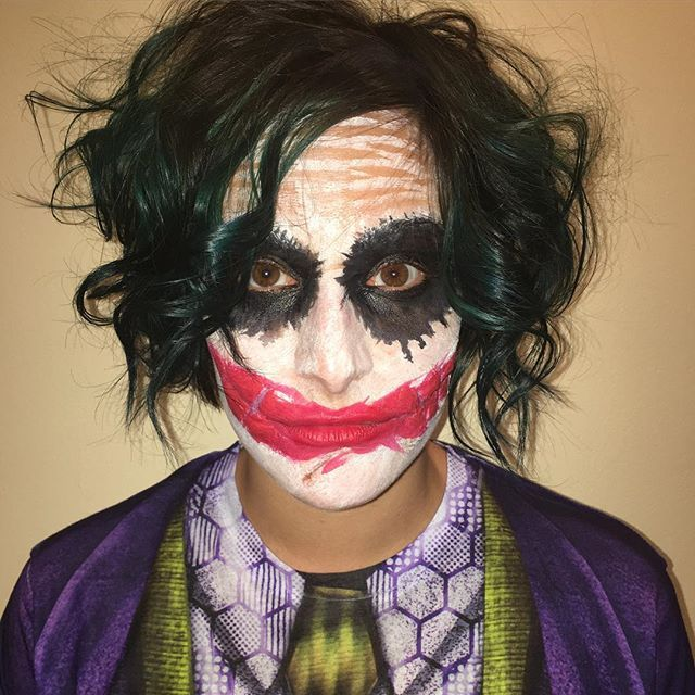 My joker last night 🤗 😍 @crazybella637 👻I made the scar on her mouth with @mehronmakeup ridged colloidal then I sculpted scar wax to make the scars more pronounced and adhered it with #mehron spirit gum. I also put a few layers of mehron liquid latex over it to blend everything. I painted her face with my @wolfefaceartfx essentials palette  #floridamakeupartist #fxmakeupartist #fxmakeup #thejoker #jokermakeup #heathledgerjoker #31daysofmehronhalloween #mehronmakeup #wolf