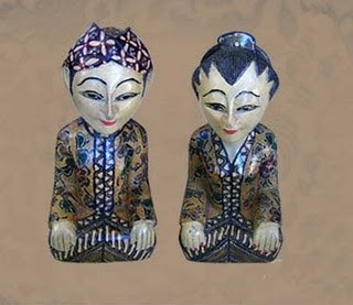 Wooden Batik Blonyo Loro, the inseparable couple
