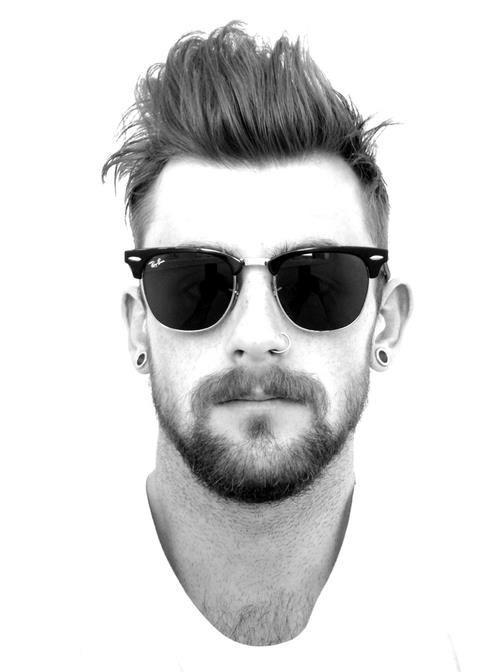 ¿La barba de una semana es más elegante que la de meses? #barba #hombre #gafas #blanco #negro