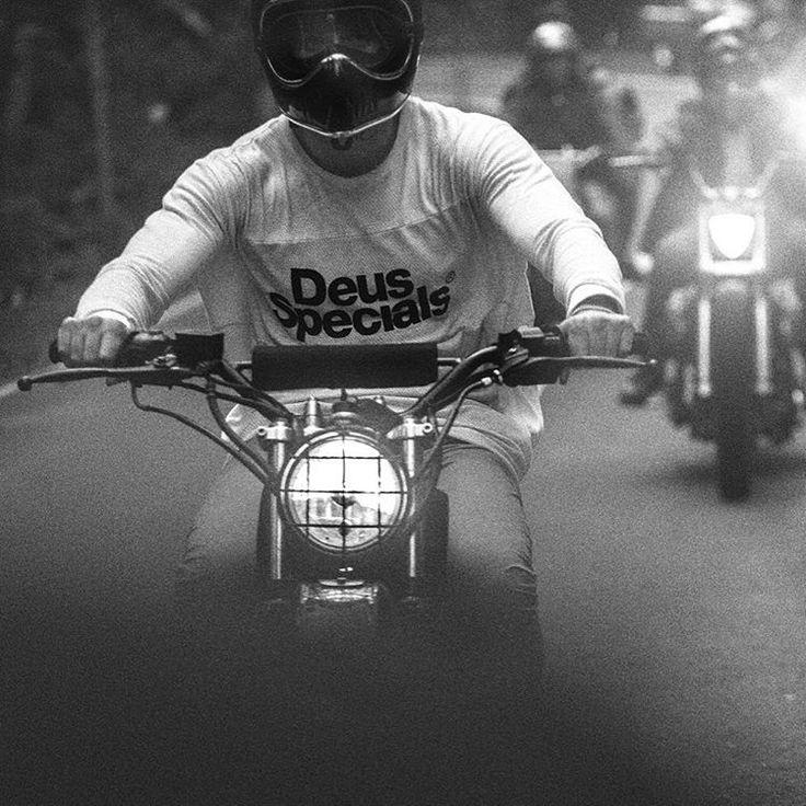 forrestminchinton melintasi pulau Lombok dengan memakai