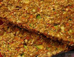 Сыроедческие льняные хлебцы  Как можно использовать семена льна людям с традиционным питанием - употребляйте с ними кашу на завтрак - добавляйте ложечку семян в горчицу, сметану или соус - кладите их в овощные и фруктовые соки - посыпайте семенами салаты и супы - хороши они в кефире, ряженке и йогурте - добавляйте их в тесто при приготовлении булочек или клецок