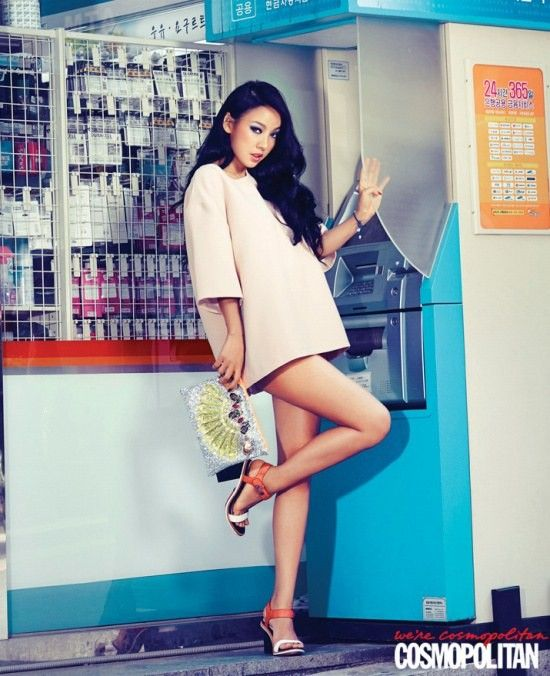 Article - lee-hyori-proves-30s-are-the-new-20s-in-a-sexy-pictorial-for-cosmopolitan