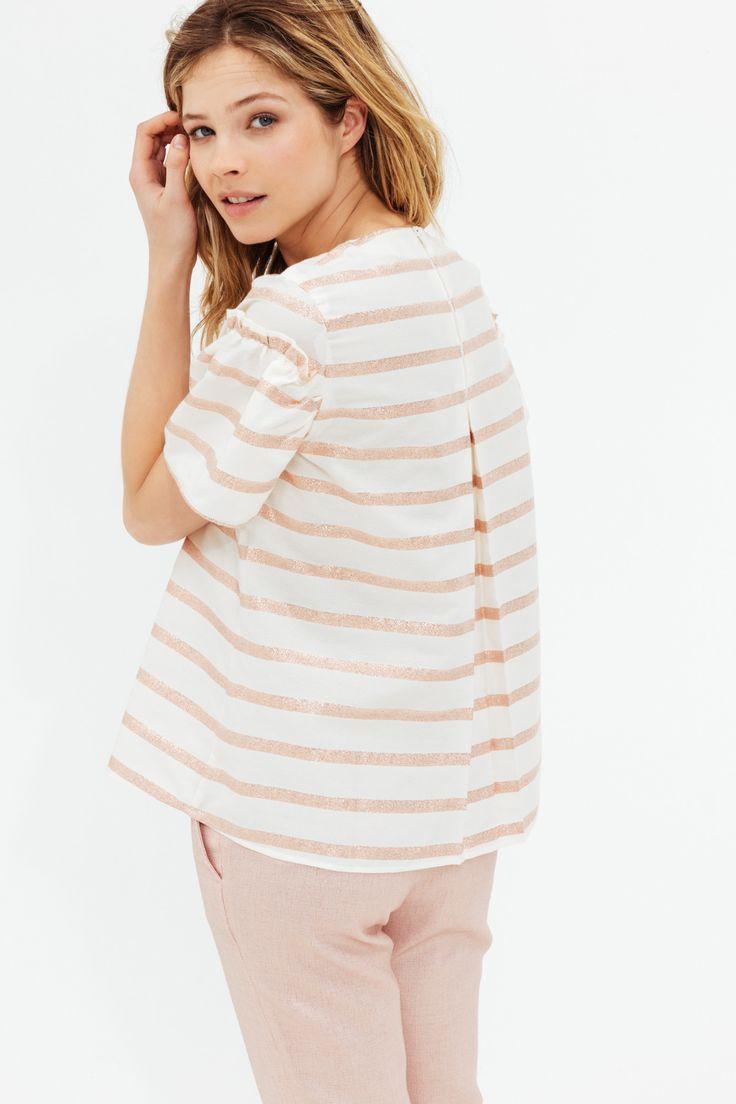On le cherche depuis longtemps le petit top parfait qui va nous habiller cet été : le voici ! Notre blouse Monica a été pensée pour vous rendre élégante en un rien de temps. Découvrez également sa version marinière, pour un style plus casual chic.