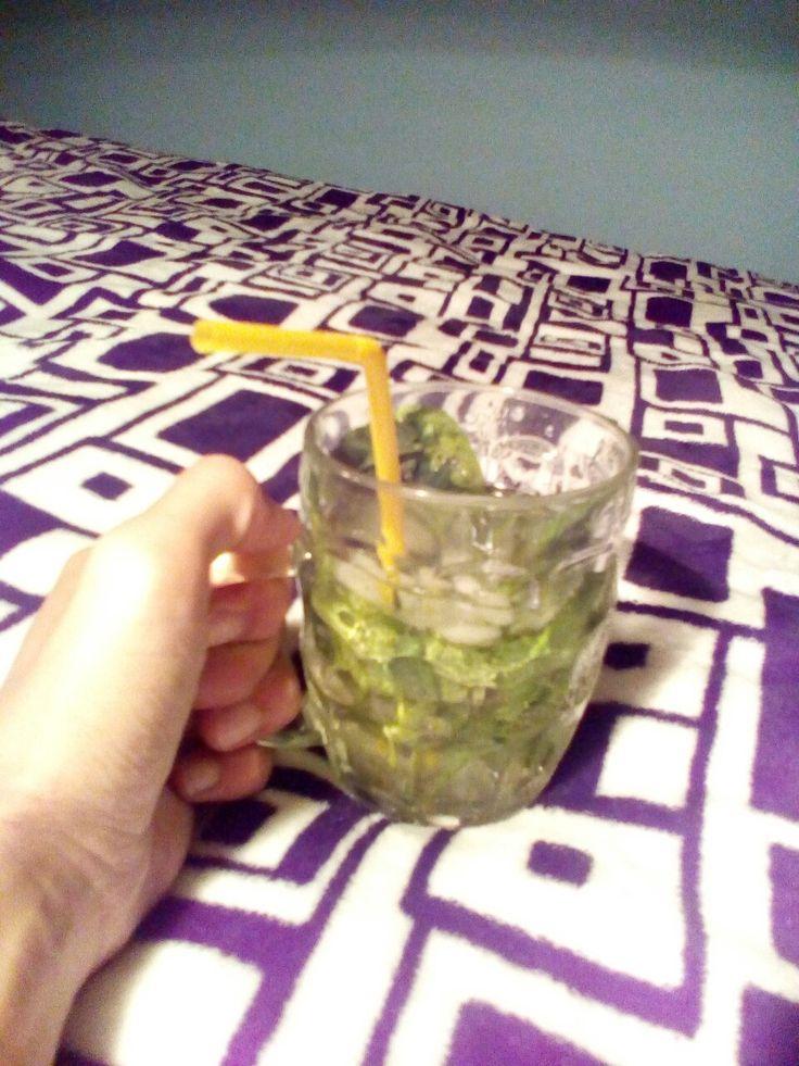 Дома. Пью мохито! Традиционно #безалкогольный.   #літо #мохіто #дозвілля #мята #мохито #лайм #досуг #отдых #лето #mint #mojito #relax #summer #water #ice
