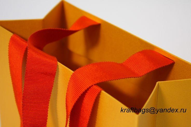 """Бумажный пакет из дизайнерского картона с эффектом """"Металлик-золото"""""""