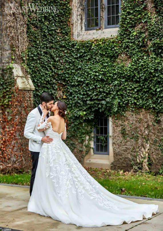 Vine Wall Wedding Photography, Bride and Groom in front of Vines #weddingphotography #vines