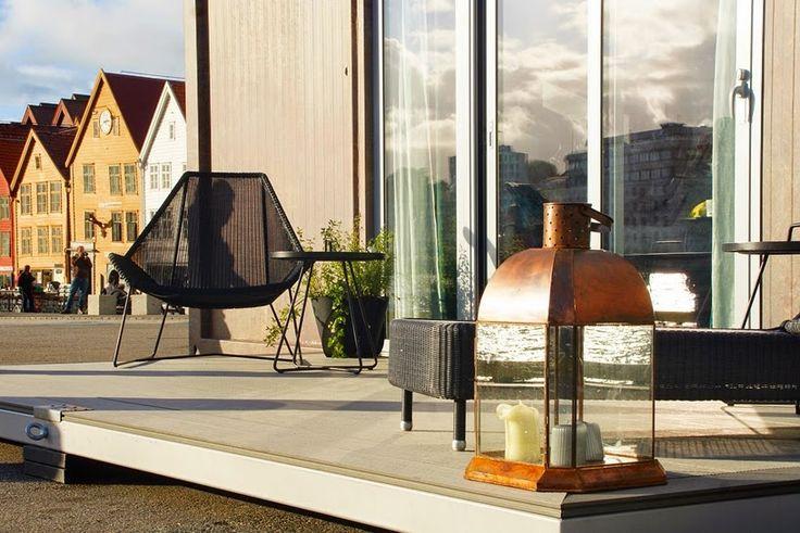 Terrasse med loungemøbler hos Scandic To Go