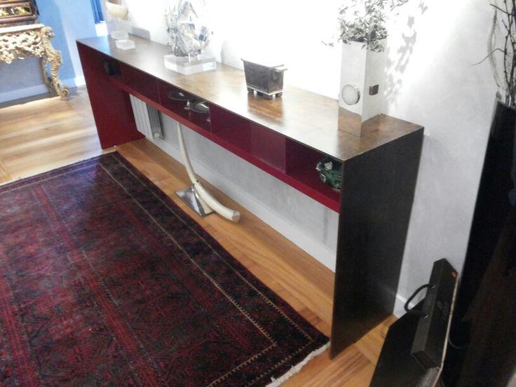 Aparador ferro Pintura ferrugem com verniz/interior vermelho laca