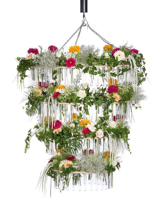 FÆK | Deco Flower Chandelier warm LED Artikelnummer: 7601  Bloemenluster kroonluchter met Gerbera's Fake flowers - pink orange white - artificiële bloemen - wit oranje roze - rental - huren verhuur - events - evenementen - party - feest - decoratie