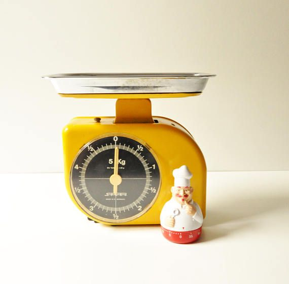 This gorgeous bright yellow Stube kitchen scale was manufactured in Germany in the early 1970s and is in excellent working condition. It has its own aluminum plate.  The weigh scale is metal. It is in kilograms and it can weigh up to 5 kilos.  A classic shabby chic, retro farmhouse, decor ready for use!  - - - - - - - - - - - - - - - - - - - - - - - - - - - - - - - - - - - - - - - - - - - - - - - - - - - - - - -  Please take a closer look at all photos for the best idea of their condition…