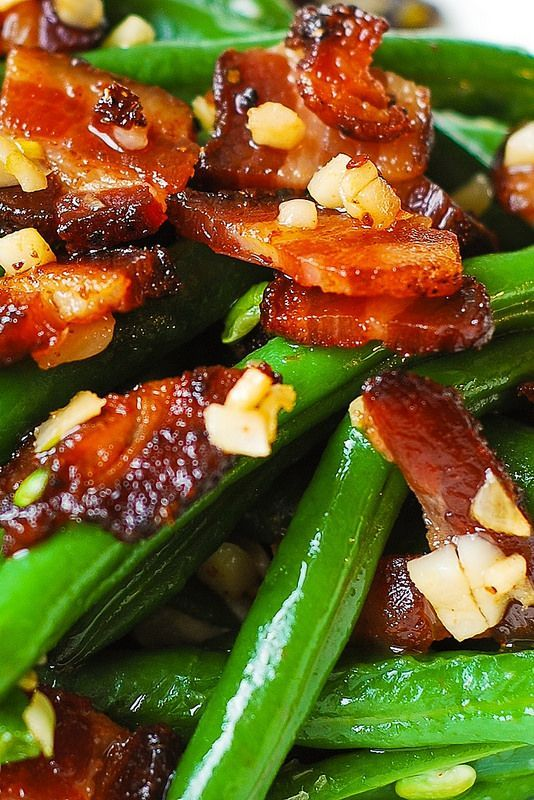 Garlic and Bacon Green Beans sauteed in olive oil and butter – an easy and delicious way to prepare the green beans for the holiday table! I love garlic with just about anything, and the green beans are no exception! Sauteed garlic tastes GREAT with green beans and bacon! PrintGarlic and Bacon Green Beans Prep...Read More