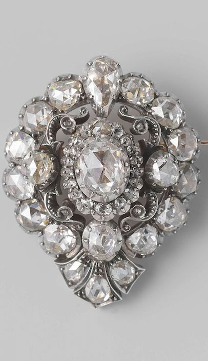 Brooch and Ring, double usage, circa 1856- 1862, Netherlands. Pear-shaped brooch of gold with 19 diamonds with a hook closure. (The front is set with rose diamonds in silver. The central section can be removed and set into a ring..)