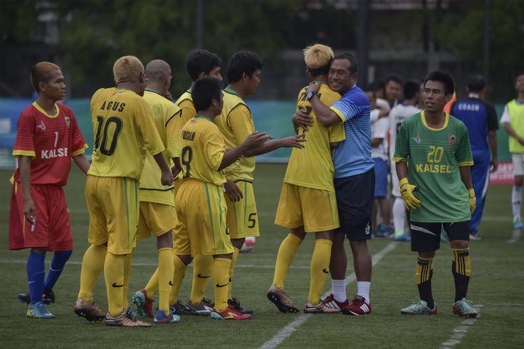 Tim Kalimantan Selatan berharap sepak bola celebral palsy harus terus dikembangkan. Menurut mereka, semua daerah harus terus menyosialisasikan cabang olahraga ini karena potensi di banyak daerah sangat kuat. Cek informasi selengkapnya di: bit.ly/2ekKgDD #Peparnas2016