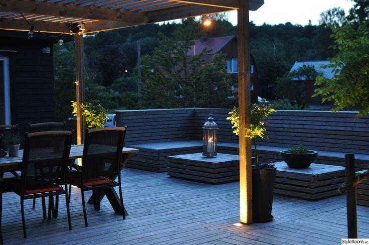 perfola,belysning,platsbyggd soffa,platsbyggt bord,uteplats,altan,trädäck