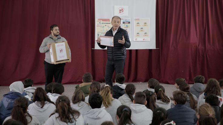 Escuadrón Antimosquito: una campaña en escuelas enseña a los chicos cómo prevenir el dengue - 30.11.2016 - LA NACION