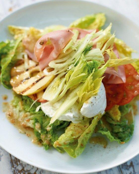 Italienischer Chefsalat, mit Büffelmozzarella, Mortadella, gegrilltem Apfel und viel frischem Grün - bella Italia nicht nur für Chefs!